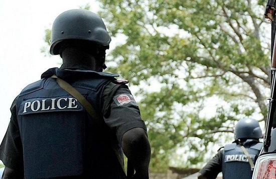 Gunmen kill policeman, steal two riffles