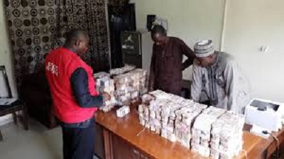 Nigerians react as EFCC recovers four 'Ghana-must-go bags' filled with money [PHOTOS]